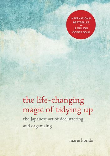 """""""The Life-Changing Magic of Tidying Up""""『人生がときめく片づけの魔法』"""