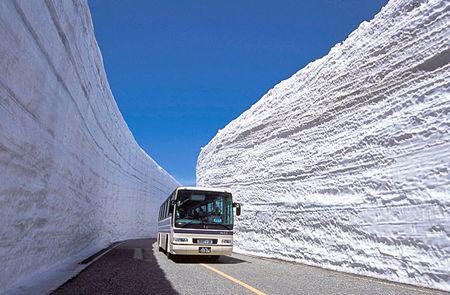 黒部渓谷のバス