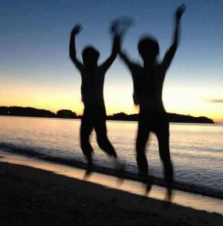 ブラジルの新年は海でジャンプする