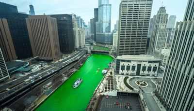 シカゴ側が緑色に、セントパトリックデー