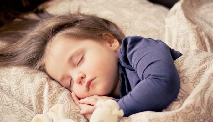 「眠い」と言いたいときに「I'm sleepy」はちょっと子供っぽい?