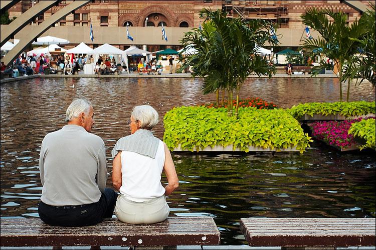couple_nathan_philips_pool.jpg