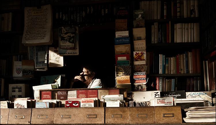 italy_rome_book-seller.jpg